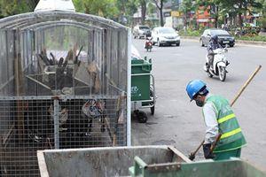 Ảnh, clip: 'Nhà di động' che mưa nắng cho xe rác ở Hà Nội