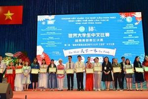 Thí sinh Trần Trấn Dung đoạt giải nhất cuộc thi Nhịp cầu Hán ngữ khu vực phía Nam năm 2019
