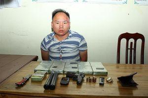 Bắt đối tượng vận chuyển trái phép 10 bánh heroin từ Sơn La vào TPHCM