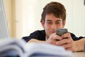 Ghi nhớ ngay 7 cách này là chàng có thể nhắn tin, rủ nàng đi chơi mà không khiến nàng khó chịu