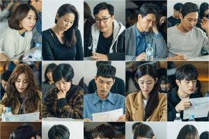 Đọc kịch bản 'Moments of 18': Ong Seong Woo - Kim Hyang Gi đẹp đôi, Moon Bin (ASTRO) đáng yêu