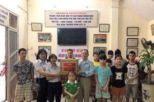 May Nhà Bè tặng quà Trung tâm Dạy nghề nhân đạo Linh Quang