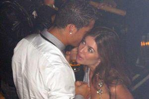 Đến Ý, Ronaldo vẫn bị 'gí' trát cáo buộc hiếp dâm