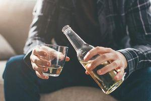 Tại sao bạn không nên uống rượu bia khi đói?