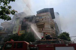 Nhà 4 tầng kinh doanh gas cháy dữ dội giữa trưa