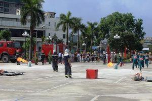 300 người tham gia chữa cháy, cứu tài sản tại Thanh Xuân