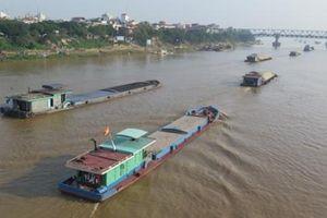 Cấm tàu phục vụ lắp đặt đường ống nước sạch qua sông Hồng