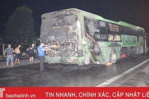 Xe khách đang chạy bỗng dưng bốc cháy trên địa bàn miền núi Hà Tĩnh
