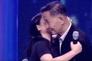 Cặp đôi 'ông - cháu' hơn kém nhau 54 tuổi gây sốt khi tình quá tình trên sóng truyền hình