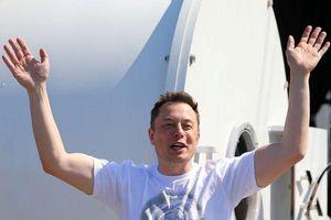 Choáng váng với số tiền CEO Tesla Elon Musk kiếm được trong năm 2018