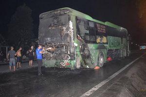 Xe khách giường nằm bất ngờ bốc cháy, 6 người may mắn thoát nạn