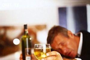 Tác hại kinh hoàng của việc uống rượu bia khi đói