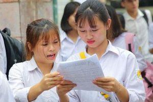 Cận kề ngày thi vào lớp 10, học sinh và phụ huynh Hà Nội cùng 'lâm trận' ôn luyện
