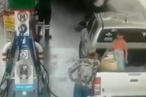 Để con gái chơi đùa tại trạm xăng, hai cha con đều bị bỏng