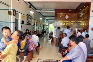 60 du khách cấp cứu nghi ngộ độc thực phẩm ở biển Hải Tiến