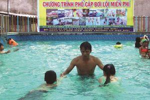 Nỗ lực 'xóa mù' bơi cho học sinh vùng sông nước