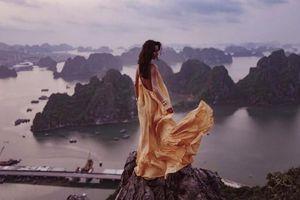 Cháu gái tỷ phú giàu nhất nước Anh đợi 3 lần để chụp ảnh 'sống ảo' trên núi Bài Thơ