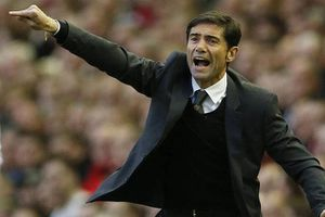 Hạ Barca giành Cup Nhà vua, HLV Valencia 'hạnh phúc nhất thế giới'
