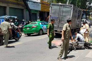 Một cô gái tử vong do bị xe tải kéo lê sau va chạm