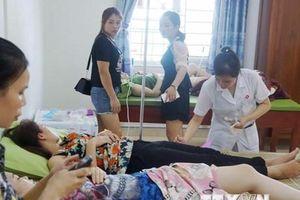 Hàng chục du khách nhập viện nghi bị ngộ độc thực phẩm