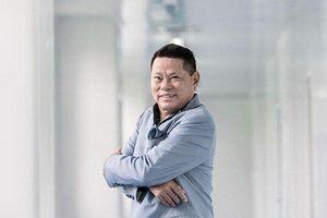 Đường tình trắc trở của vị tỷ phú gốc Việt giàu nhất thế giới