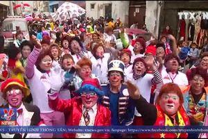 Náo nhiệt lễ diễu hành của những chú hề tại Peru
