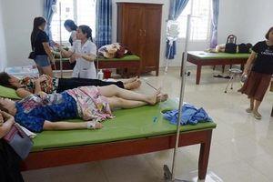 Hơn 50 người nhập viện cấp cứu sau khi ăn hải sản tại biển Hải Tiến