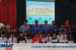 Trao tặng học bổng cho học sinh nghèo vượt khó tại xã Phình Sáng, huyện Tuần Giáo, tỉnh Điện Biên