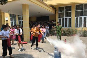 Phổ biến kỹ năng cứu nạn, chữa cháy cho các cô giáo mầm non
