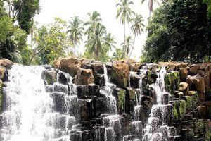 Thác nước bậc thang tựa cảnh siêu thực ở Philippines