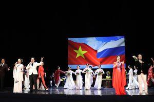 Nghệ thuật Việt tỏa sáng trong 'Cung điện Mùa Đông'