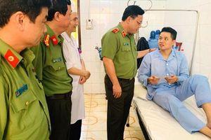 Thăm, động viên chiến sĩ công an bị thương khi làm nhiệm vụ