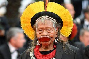 Cannes 2019: Tộc trưởng thổ dân ở Brazil lên thảm đỏ cùng dàn sao