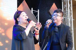 NSND Thu Hiền làm điều bất ngờ với ca sỹ Long Nhật
