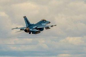 Tiêm kích F-16 'khoác áo' Su-57 lần đầu cất cánh