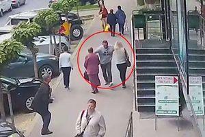 Người đàn ông vô cớ vung tay đấm ngực 2 phụ nữ trên phố