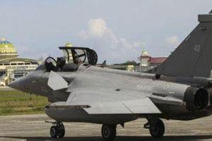 Chiến đấu cơ Pháp đang tập trận phải xin hạ cánh nhờ khẩn cấp