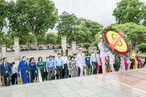 Lễ Báo công dâng Bác Kết quả 10 năm thực hiện CVĐ 'Người Việt Nam ưu tiên dùng hàng Việt Nam' ngành Công Thương