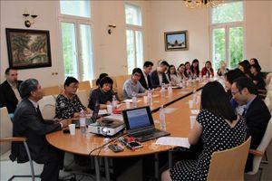 32 thầy cô bàn phương pháp giảng dạy tiếng Việt cho cộng đồng người Việt tại Đức