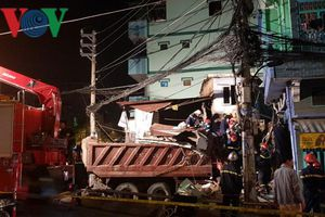Xe ben đâm sập nhà dân ở TP HCM, 3 người nguy kịch