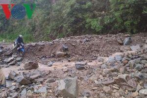 Mưa dông tại Hà Nội, cảnh báo sạt lở ở các tỉnh miền núi do mưa lớn