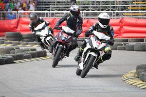 'Nghẹt thở' trên đường đua mô tô lần đầu tiên tổ chức tại Hà Nội
