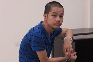 Hà Nội: Nghịch tử tâm thần xông vào buồng đâm bố tử vong, mẹ bị thương nặng