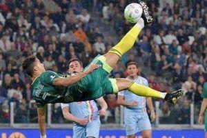 Ronaldo gây ngỡ ngàng với kỹ thuật 'xe đạp chổng ngược'