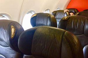 Hành khách Jetstar Pacific phản ánh ghế ngồi trên máy bay rách nát