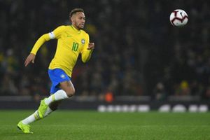 Alves thay Neymar đeo băng đội trưởng Brazil ở Copa America 2019