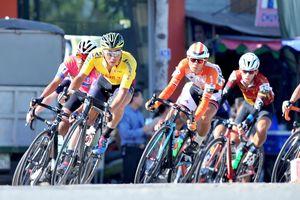 Tay đua Endenrbat mặc áo vàng chung cuộc giải xe đạp Về Nông Thôn 2019
