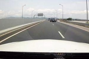 Clip: Ô tô đi ngược chiều trên cao tốc Hải Phòng - Quảng Ninh