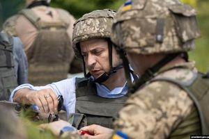 Tân TT Zelensky bất ngờ thăm quân đội ở miền đông Ukraine