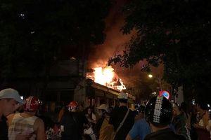 Cháy lớn tại quán bia Hải Xồm thực khách bỏ chạy tán loạn